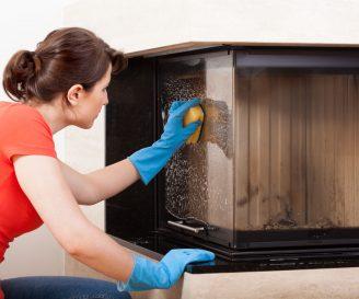 Jak wyczyścić szybę w kominku?